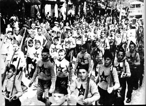 niños utilizados por los comunistas en Madrid en 1936